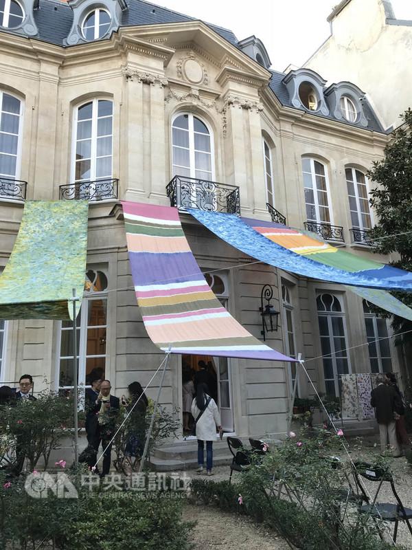 駐法國台北代表處響應法國「古蹟日」活動,開放館處讓民眾參觀,並展出宜蘭天然染工藝作品。中央社記者曾依璇巴黎攝  107年9月15日