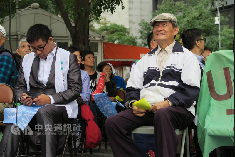台灣聯合國協進會理事長蔡明憲(右)表示,台灣80%以上民意期盼加入聯合國,希望中國了解台灣民意,讓台灣有機會參與聯合國等國際組織。中央社記者尹俊傑紐約攝 107年9月15日