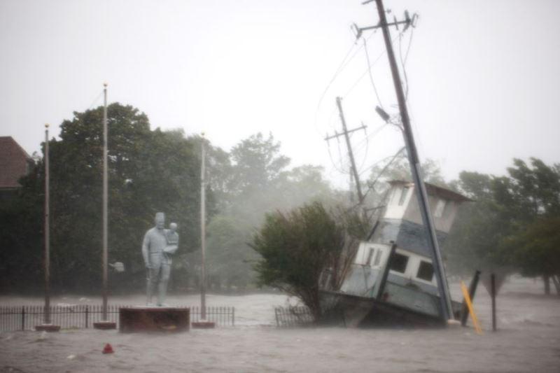 超級颶風佛羅倫斯侵襲美國東岸,至少造成3人死亡。(法新社提供)