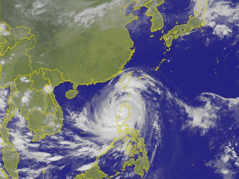 中央氣象局預報,15日台灣受強烈颱風山竹外圍環流影響,花蓮、台東應防豪雨。(圖取自中央氣象局網站 www.cwb.gov.tw)
