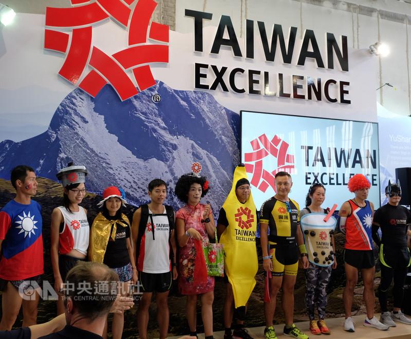 外貿協會今年再次贊助柏林馬拉松,並籌組台灣精品代表隊,宣傳台灣的國家形象。中央社記者林育立柏林攝 107年9月16日