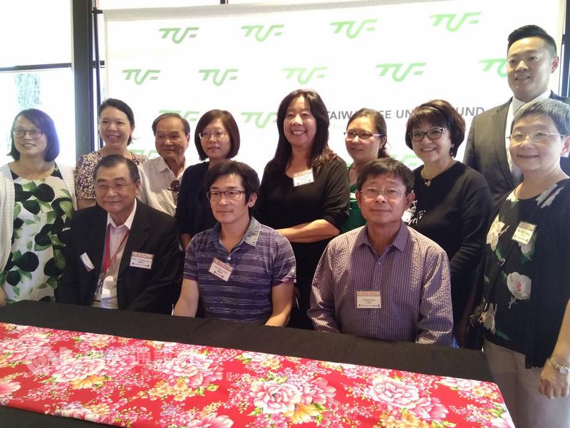 「2018台灣電影北美巡迴」由魏德聖(前排中)率領,圖他來到洛杉磯出席記者會。中央社記者曹宇帆洛杉磯攝  107年9月16日