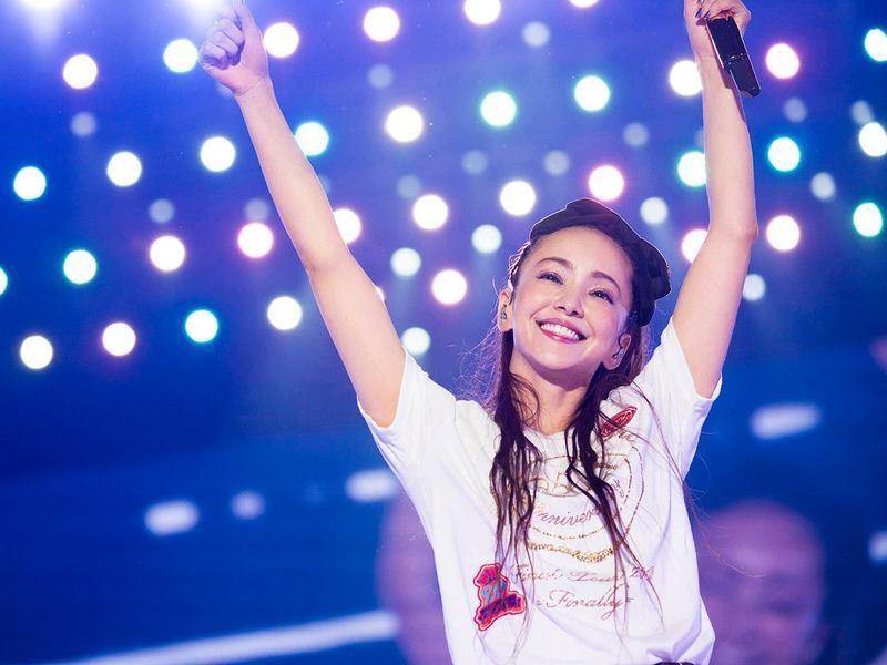 被稱為「平成歌姬」的日本歌壇天后安室奈美惠16日引退。(圖取自安室奈美惠臉書facebook.com/NamieAmuroOfficial)