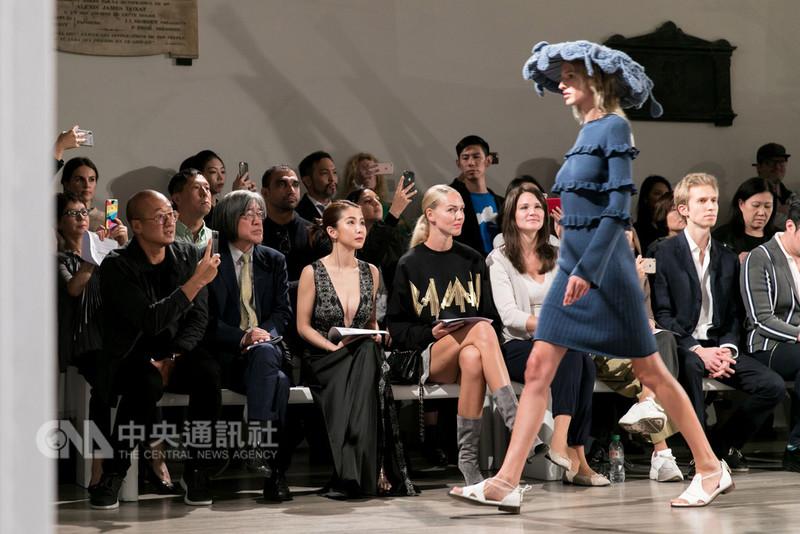 旅英設計師詹朴個人品牌APUJAN於17日晚間舉行2019春夏系列時裝秀,主題為「那些消逝中的奇異生物」。(APUJAN提供)中央社記者戴雅真倫敦傳真 107年9月18日