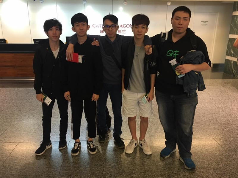 台灣電競隊伍SadStory在CS:GO(絕對武力:全球攻勢)資格賽首役,以16比1大勝日本,賽後大會卻以國籍問題為由,判定他們失格。圖為SadStory成員。(圖取自facebook.com/SadStory-285542775601203)