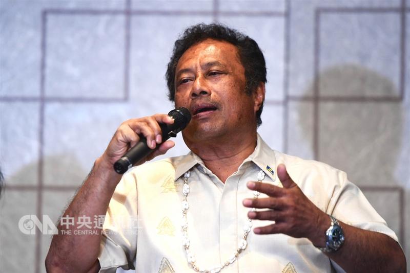 來台訪問的帛琉總統雷蒙傑索(Tommy Remengesau Jr.)表示,台灣與帛琉的情誼,可用婚姻比喻,雖然經過高低起伏,但能有20年的邦交不算短,相信兩國未來一片光明,關係越來越好。中央社記者孫仲達攝 107年11月13日