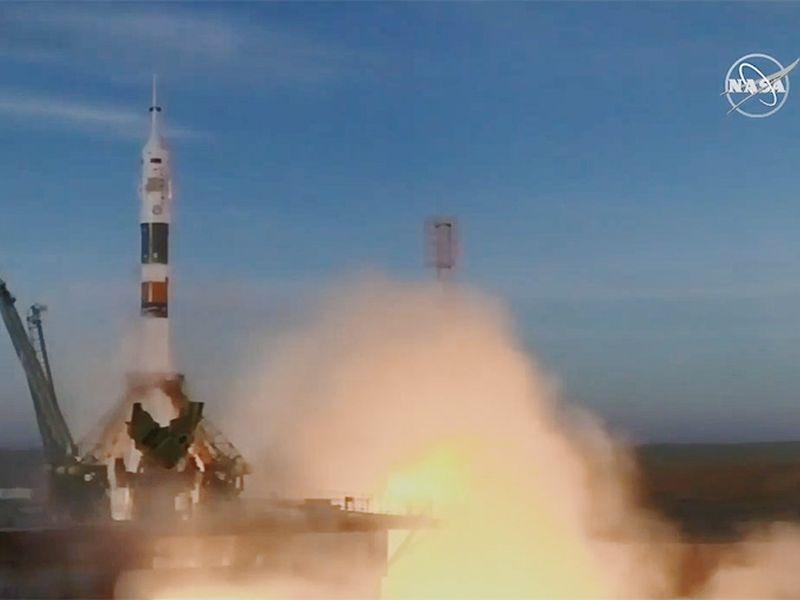 搭載俄籍、美籍和加拿大籍太空人的俄羅斯聯合號火箭3日稍早發射升空,抵達國際太空站。(圖取自NASA官網 blogs.nasa.gov)