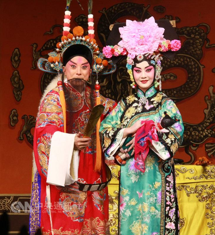 中國國家京劇院當家名角于魁智(左)、李勝素(右)3月將率團訪台演出,在台北國家戲劇院帶來6齣包含「四郎探母」在內的精彩好戲,要讓戲迷過足戲癮。(傳大提供)中央社記者汪宜儒傳真 108年1月21日