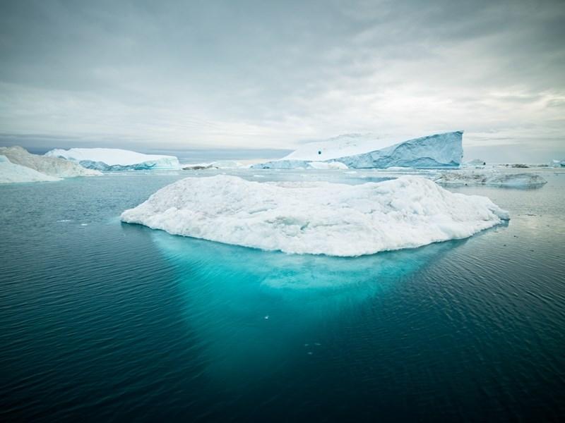 研究人員22日警告,造成海平面上升的格陵蘭融冰,2013年消融速度是10年前的4倍,且現象可見於整個格陵蘭。此為示意圖。(圖取自Unsplash圖庫)