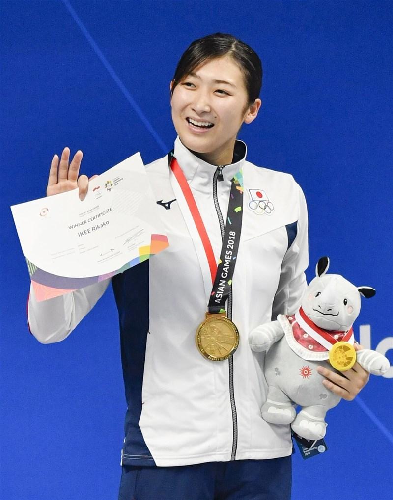 日本亞運金牌泳將池江璃花子(圖)12日宣布罹患白血病,教練三木二郎說,池江參加2020年東京奧運不是不可能。(檔案照片/共同社提供)