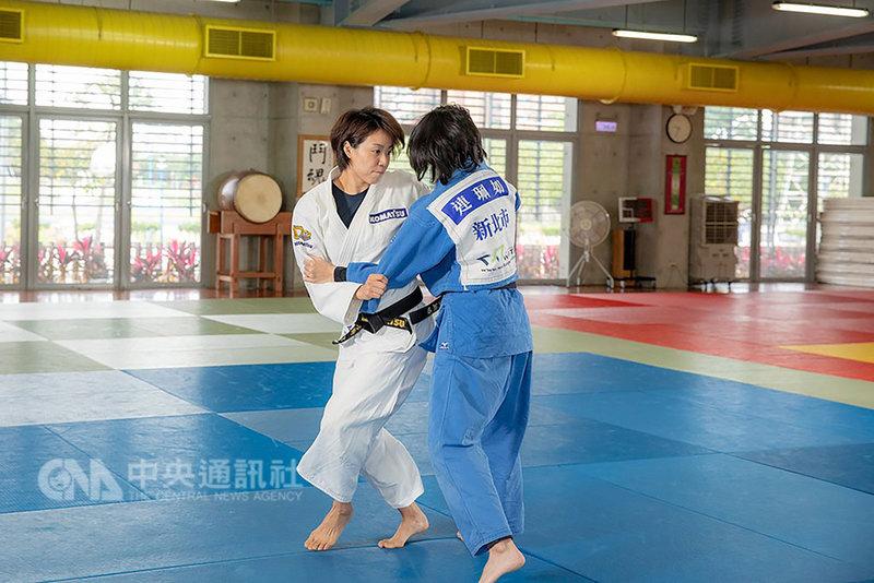 備戰2020東京奧運,除為自己之外,旅日柔道女將連珍羚(白衣)認為,更重要是還要為了身旁幫忙自己、支持自己的人而更努力,她相信:「讓自己變得更好,就是對他們最大的回報。」(連珍羚經紀團隊提供)中央社記者黃巧雯傳真 108年2月12日