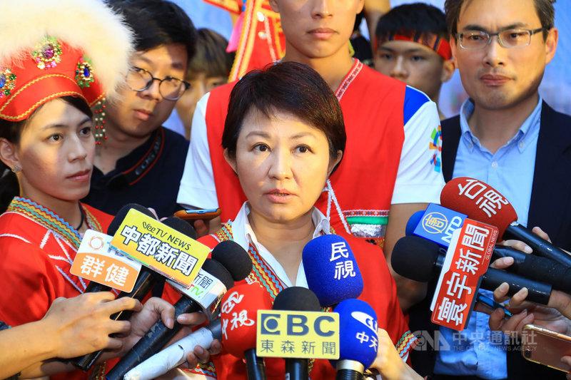 原定8月在台中市舉辦的東亞青運遭停辦,台中市長盧秀燕(中)22日受訪表示,目前仍未放棄,還在努力中,希望盡量爭取恢復主辦權。中央社記者郝雪卿攝 108年2月22日