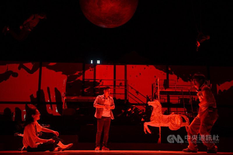 第17屆新加坡華藝節邀請台灣劇團「故事工廠」參加,該劇團編導的黑色人性喜劇「莊子兵法」22日登場,將連續演出3天。(故事工廠提供)中央社記者黃自強新加坡傳真 108年2月22日