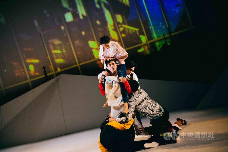 描述「前中年、後青春」困境與焦慮的劇作「XY事件簿」,是劇場編導王靖惇在台中國家歌劇院完成的駐館創作,本週將在台北水源劇場演出。(動見体劇團提供)中央社記者汪宜儒傳真 108年3月14日