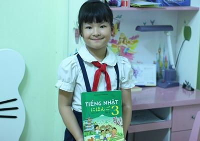 除了日文外,越南教育部也正在思考將韓文和中文納入小學三年級以上學生的第二外語教學課程。圖為當地小學三年級日文教材。