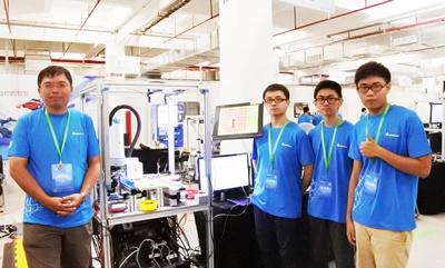 第四屆「台達盃高校自動化設計大賽」去年7月在中國蘇州登場,國立台北科技大學隊伍 「棋逢敵手」由副教授曾百由(左一)和三名大四畢業生參賽,結合人工智慧和人機協同操 作,受到矚目。