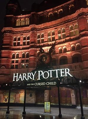 舞台劇《哈利波特:被詛咒的孩子》讓波特一家的故事繼續上演,票房熱賣。