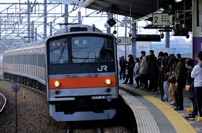 日本人對行動電話要求很嚴格,不論是搭乘哪種大眾交通工具,請把行動電話調整為靜音或震動模式。