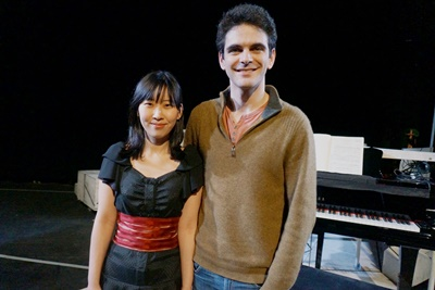 旅英台灣鋼琴家張安婷(左)成立表演藝術公司,以結合音樂劇與劇場的嶄新表演方式,在英國多處巡演。(中央社)