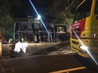 游览车国道翻车重大伤亡 持续抢救