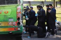 国5死亡车祸 检察官勘验游览车(1)