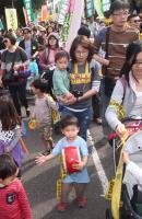 民眾帶小朋友參與廢核遊行(2)