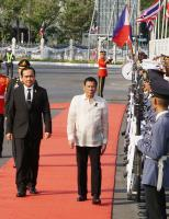 杜特蒂訪泰 總理帕拉育軍禮歡迎