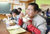 熊本地震重災區 學生終於吃到營養午餐
