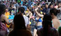 泰國潑水節登場