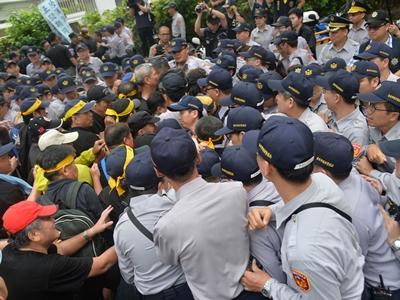 反年金改革 立法院爆抗争冲突