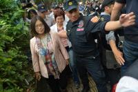 反年金改革人士阻擋立委進立院(1)