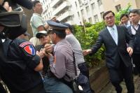 反年改立院抗議 立委官員需警方開道進入