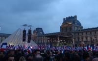 法國大選馬克宏勝出  支持者群聚羅浮宮
