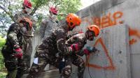 菲美肩並肩演習 菲兵練習鑽牆