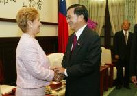 2004年5月 總統會晤巴拿馬總統莫絲柯索