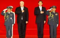 2010年10月 馬總統軍禮歡迎巴拿馬總統
