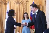 2016年6月 蔡總統與巴拿馬總統握手致意