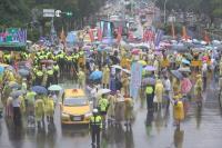 反年改團體沿中山南路遊行 交通打結(1)