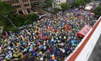 反年改抗議 民眾齊聚立院外喊口號(1)
