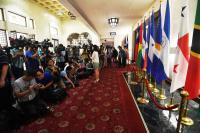 媒體等候移巴拿馬國旗