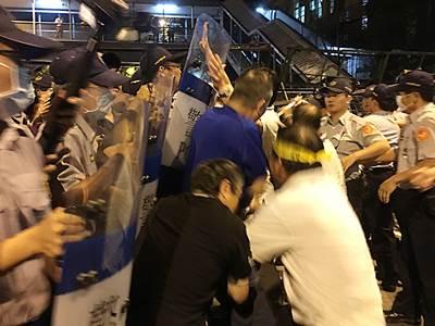 反年金改革警民衝突現場直擊
