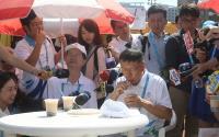 柯文哲參觀世大運選手村餐廳(2)