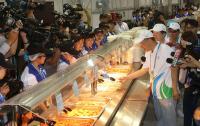 柯文哲參觀世大運選手村餐廳(1)
