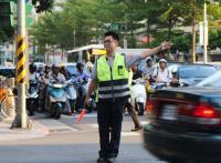 北市松江路一帶紅綠燈停擺 交警指揮交通