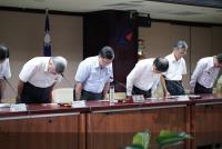 全台大停電 經濟部長李世光鞠躬道歉