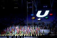 世大運開幕式 舉旗手高舉各國旗幟入場(1)