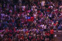 世大運中華代表團進場 場邊觀眾嗨