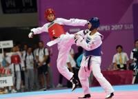 世大運跆拳道男子團體對打 黃鈺仁躍起攻擊