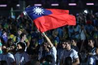 世大運閉幕式 外籍代表團揮舞中華民國國旗