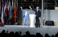 世大運閉幕式 柯文哲FISU主席揮手致意